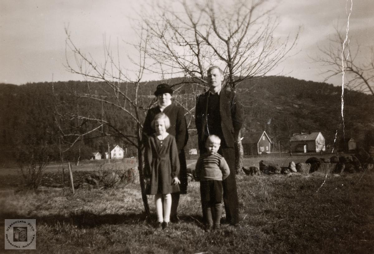 Familien Torleif Helle. Konsmo.