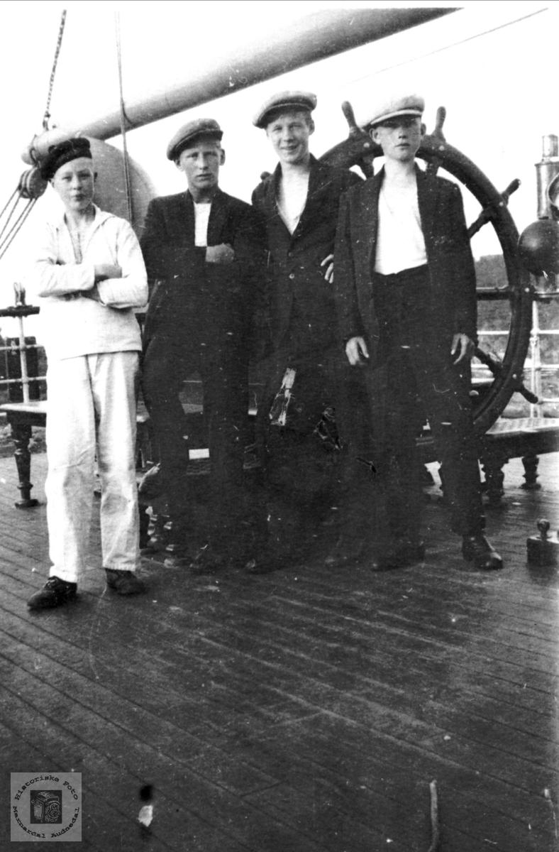 Portrett av sjømenn. Jørgen Laudal til venstre.