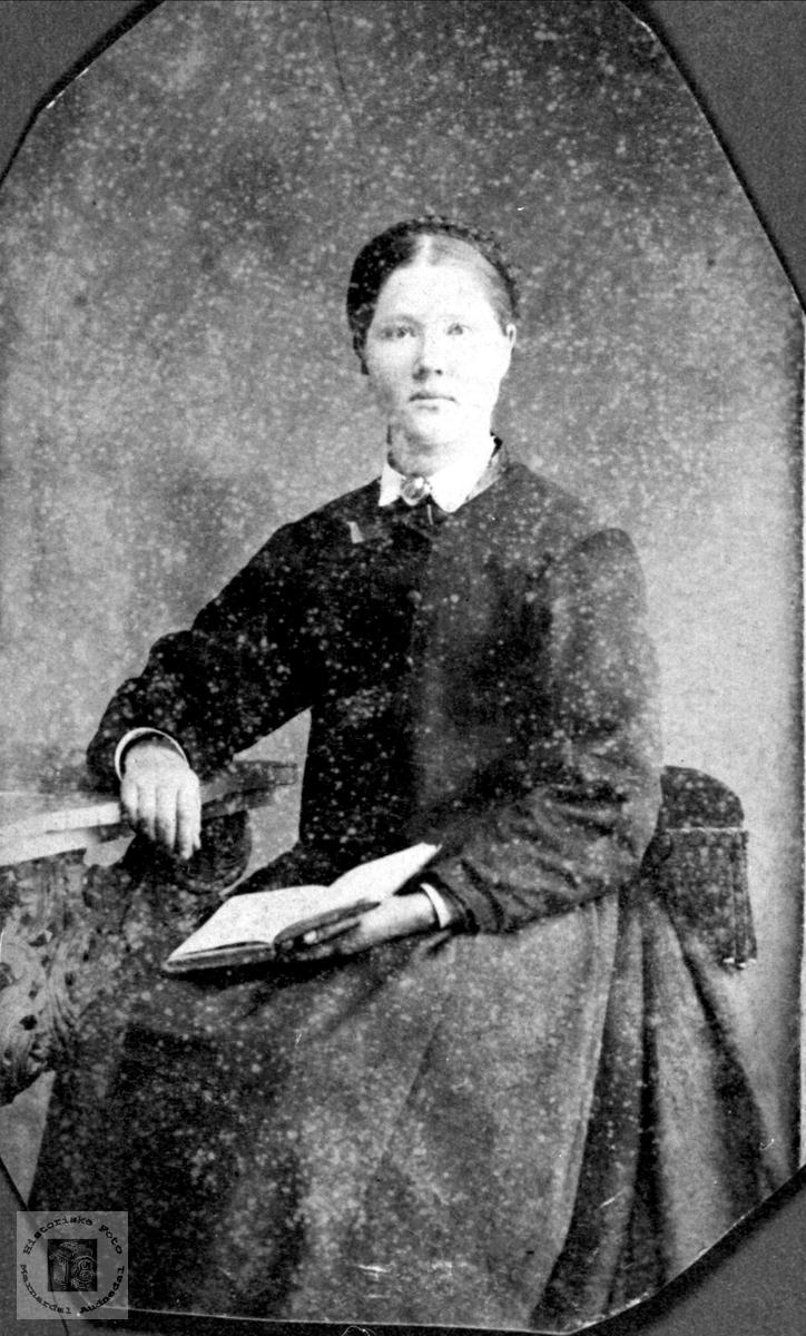 Portrett av Johanne Usland, Øyslebø.