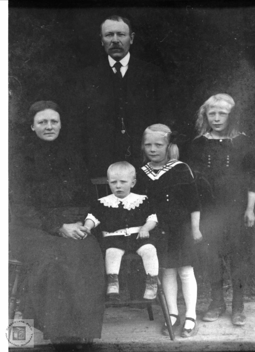 Familiebilde Gabrielsen, Øyslebø.