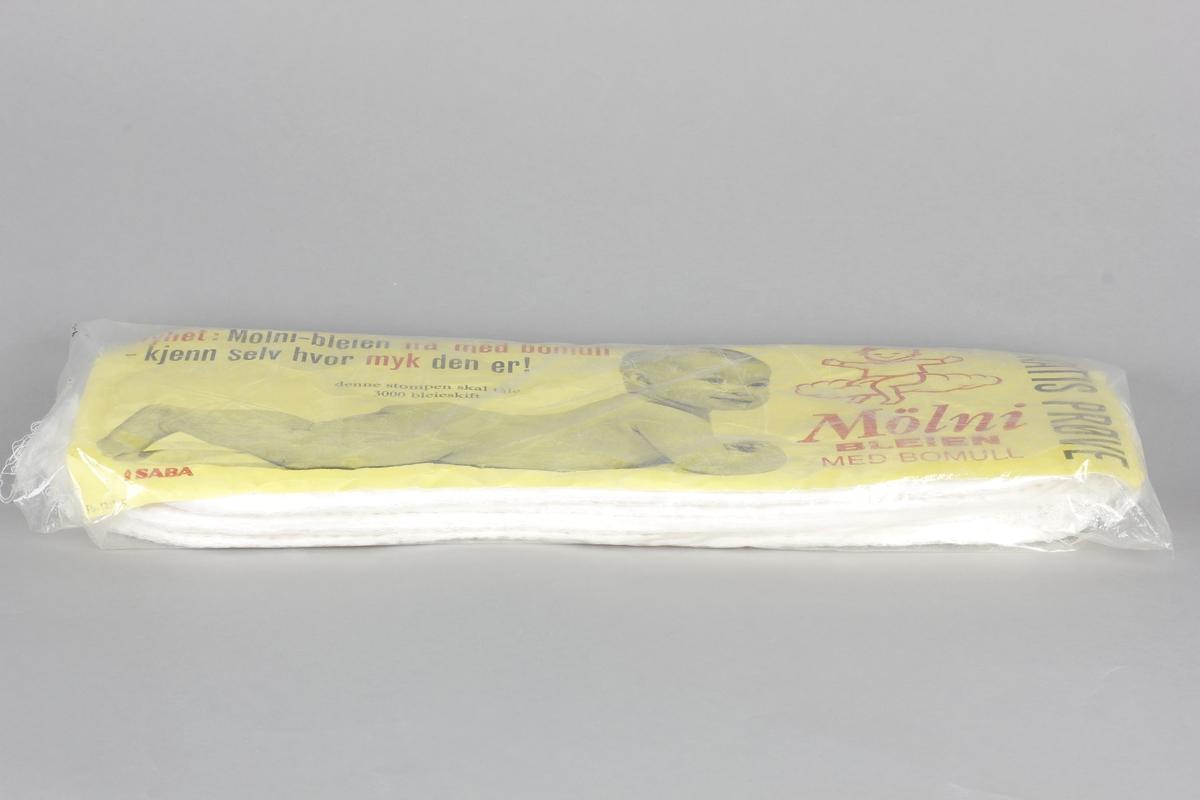 Pakke med fire bleier med pakningsvedlegg. Prøvepakning utdelt på helsestasjonen i 1965-66.