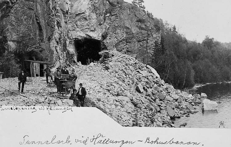 Tunnelöppning vid Hällungen.