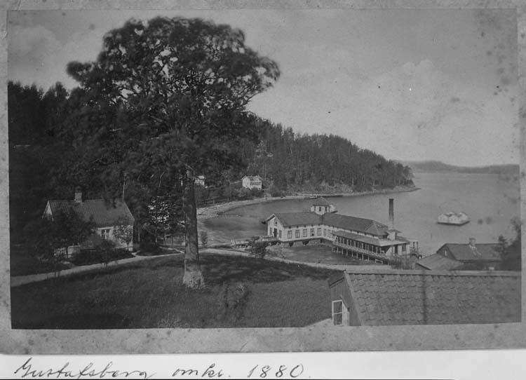 """Text på kortet: """"Gustafsberg omkr. 1880"""".    ::"""