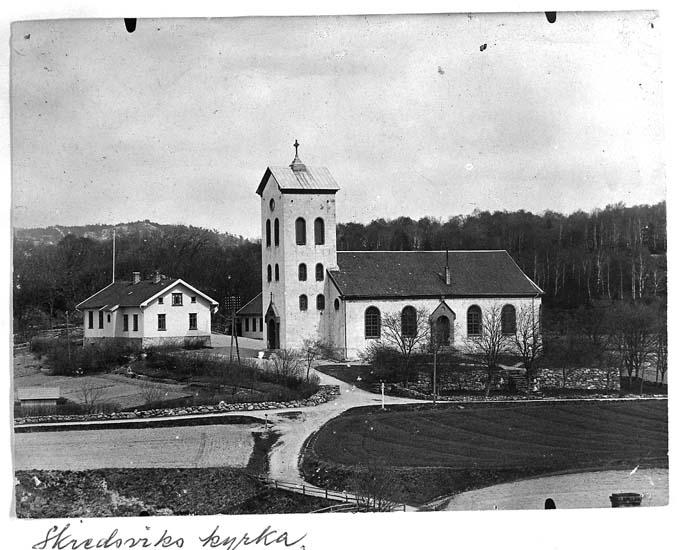 """Text på kortet: """"Skredsviks kyrka""""."""