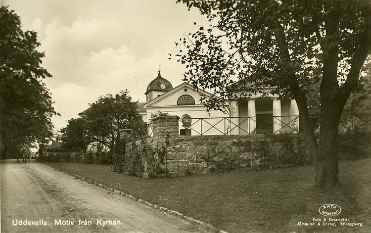 """Tryckt text på bilden: """"Uddevalla kyrka""""   Foto och ensamrätt: """"Almqvist & Cöster, Hälsingborg."""""""