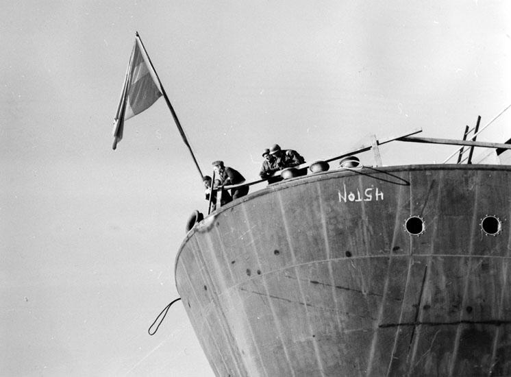 Dop och sjösättning av fartyg 184 M/S Hermion. Samma bild som umfa53199:1469.