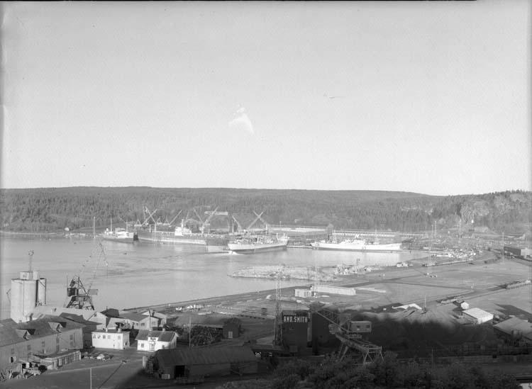 Utsikt över Badö mot varvet.