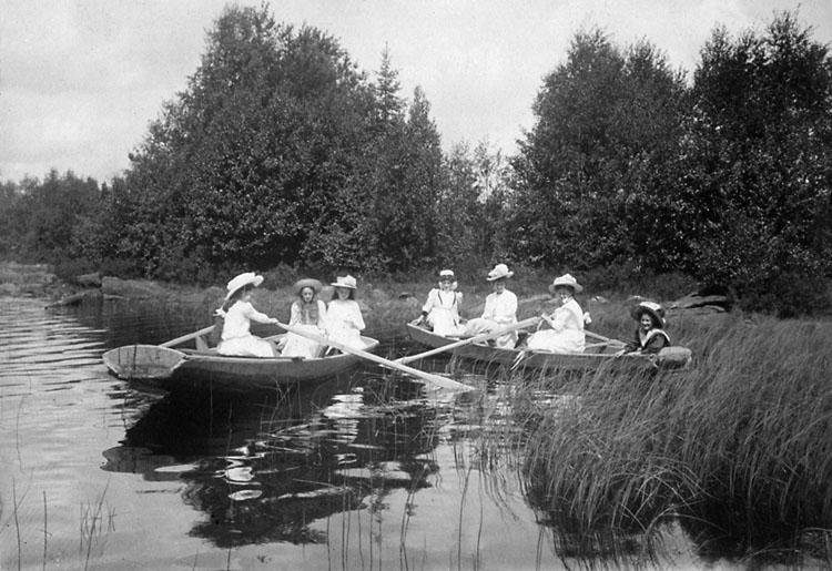 """Enligt noteringar: """"Yfvelången 1909""""."""
