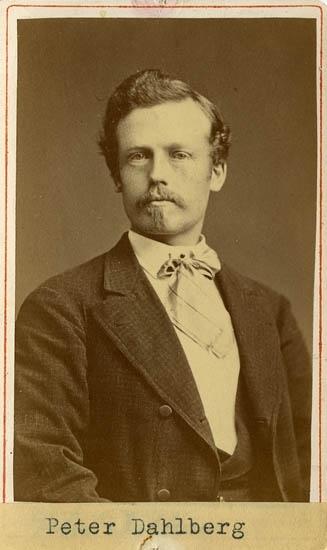 """Text på kortets baksida: """"Fabrikör Peter Dahlberg""""."""