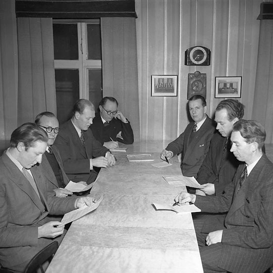 """Enligt notering: """"Ungdomsfören Hantverk. 11/2 1947""""."""
