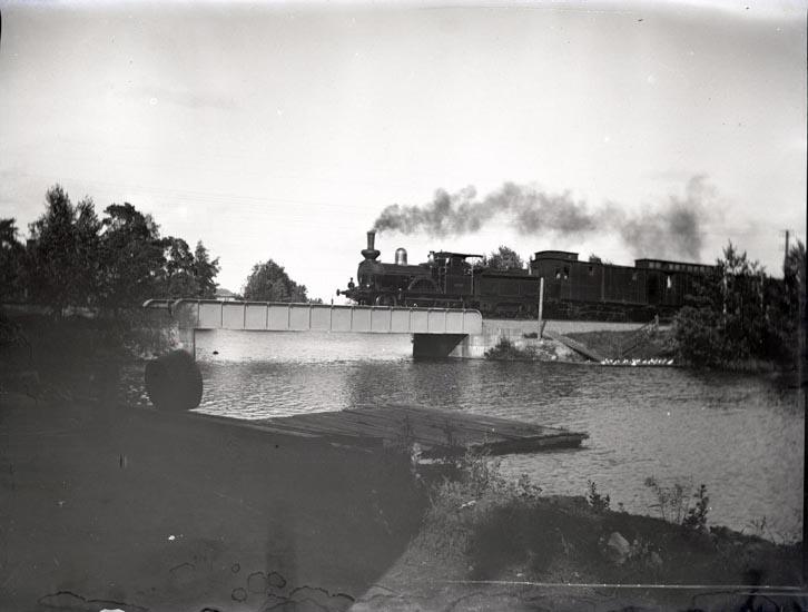 Tåg på bron vid Hellmans, Kilafors juli 1894
