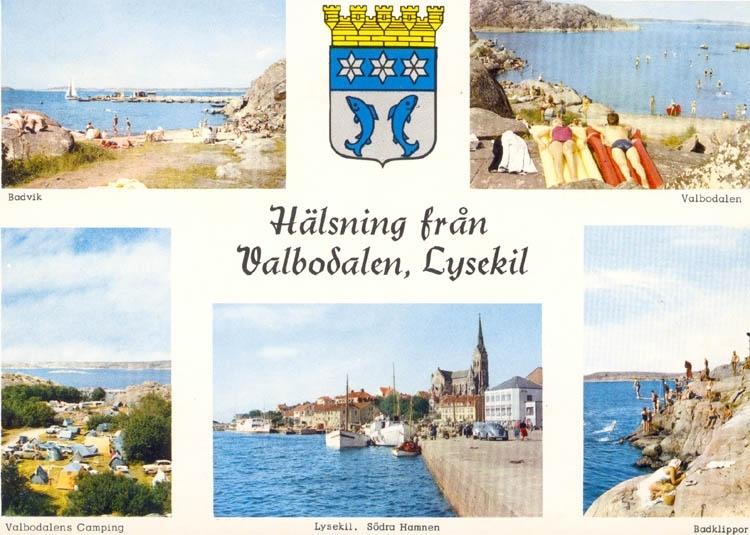 """Tryckt text på kortet: """"Hälsning från Lysekil"""". Text under bilderna. """"Badvik, Valbodalen, Valbodalens Camping, Lysekil, Södra hamnen, Badklippor."""" """"ULTRAFÖRLAGET A. B. SOLNA""""."""