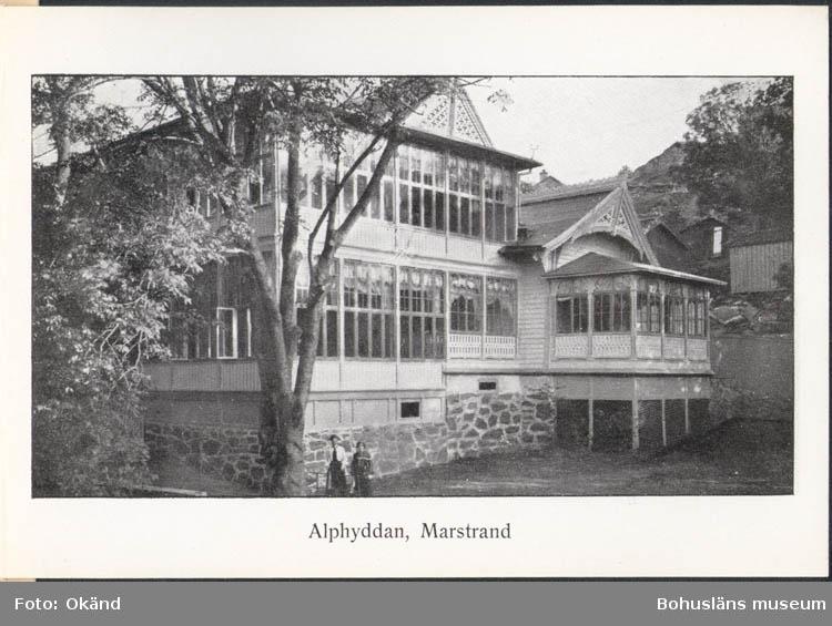 """Tryckt text på kortet: """"Alphyddan, Marstrand.""""  ::"""