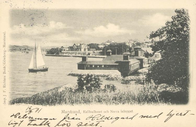"""Tryckt text på kortet: """"Marstrand. Kallbadhuset och Norra inloppet."""" ::"""