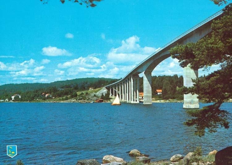 "Tryckt text på kortet: ""Nötesundsbron."""