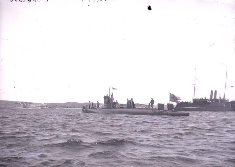"Enligt text som medföljde bilden: ""Undervattensbåten Hvalen aug. 11""."
