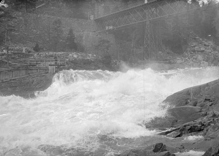 Kung Oscars bro över vattenfall i Trollhättan, maj 1908