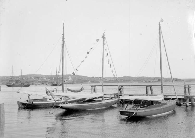 """Enligt text som medföljde bilden: """"Greta o. Flirt i båthamnen Sept. 07."""""""