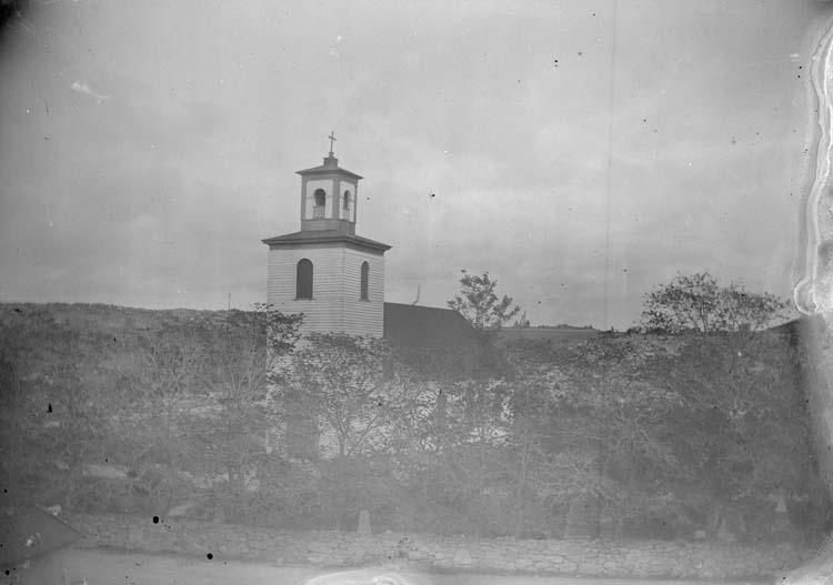 """Enligt text som medföljde bilden: """"Lysekil. kyrkan exteriör 1897."""" ::"""