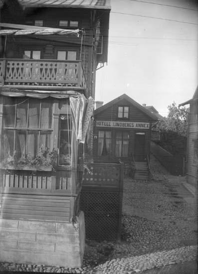 """Enligt text som medföljde bilden: """"Lysekil. Lindbergs hörn 1897."""""""