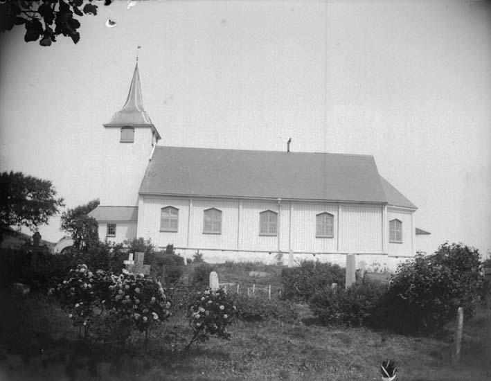 """Enligt text som medföljde bilden: """"Fiskebäckskil, kyrkan, Exteriör 16/7 1899""""."""