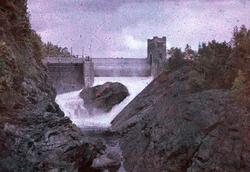 Fallfåran fylls med vatten. Strömkarlsbron i bakgrunden, Tro