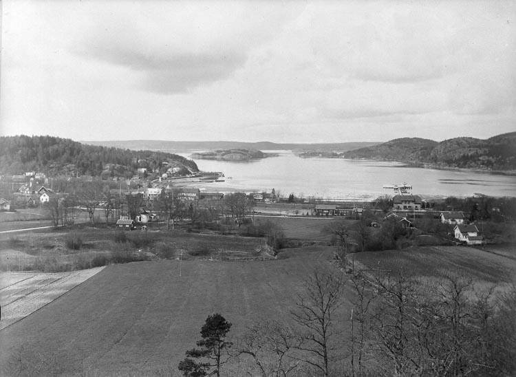 """Enligt fotografens noteringar: """"No 78 Plåt tagen 1928 Ljungskile Järnvägsstation."""""""