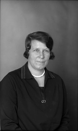 """Enligt fotografens noteringar: """"1929 207 Ellen Sahlbergs svägerska."""""""