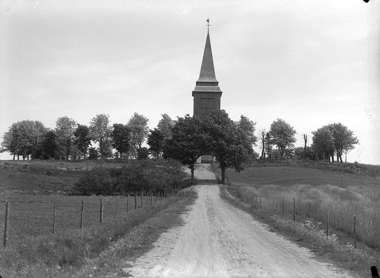 """Enligt fotografens noteringar: """"1948. Hede Kyrka, i grått nu målad i vitt."""""""