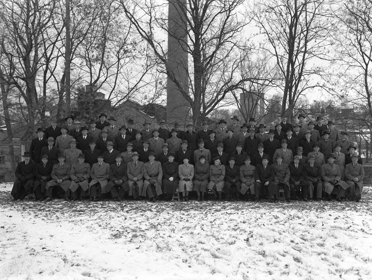 """Medföljande text till bilderna: """"1946. no. 37..........(?).""""  Uppgifter från Munkedals HBF: """"Munkedals Bruk, Munkedals arbetare."""""""