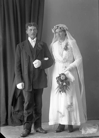 """Enligt fotografens journal nr 3 1916-1917: """"Andersson, Arvid Höga Jörlanda""""."""