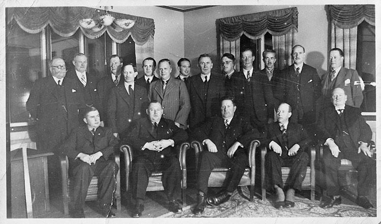 """Enligt fotografens journal nr 7 1944-1950: """"Bengtsson, Herr Hjalm. Stenungsund kopia""""."""