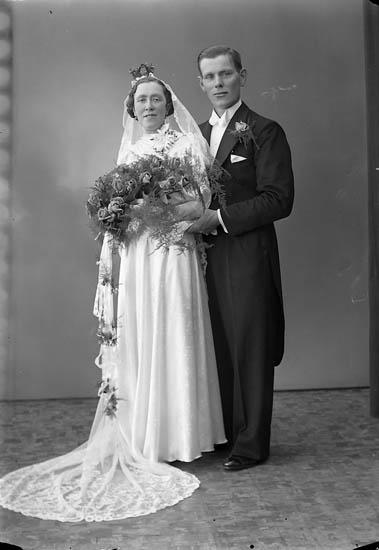 """Enligt fotografens journal nr 6 1930-1943: """"Hermansson, Erik Näs Ödsmål""""."""