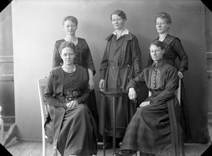 Fotograf Ingeborg Enander med systrarna 1921