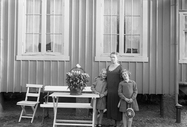 """""""Dahlblom, Fru Jenny Villa Viktoria"""" enligt fotografens journal 6, 1930 - 1943."""