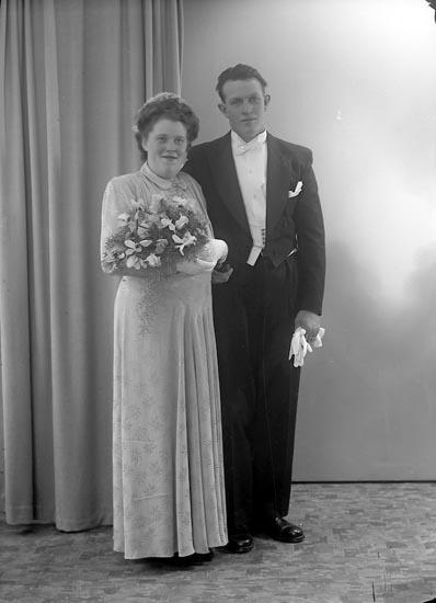"Enligt fotografens journal nr 7 1944-1950: ""Johansson, Herr Karl Erik, Ängås Svanesund""."