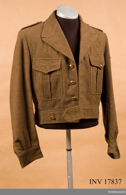 """Grupp C I. Jacka """"Blouson"""". Ur uniform för korpral vid marinregemente, """"Infanterie Marine"""", Frankrike. Uniformen består av: jacka, byxor, mössa, skjorta, cravate, skor."""