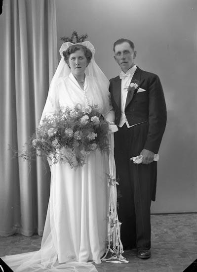"""Enligt fotografens journal nr 7 1944-1950: """"Haraldsson, Herr Albert, Åregren, Svenshögen""""."""