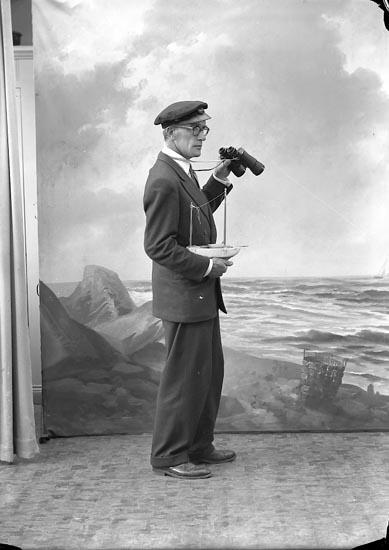 """Enligt fotografens journal nr 8 1951-1957: """"Flack, Karl-Axel Stenungsön""""."""