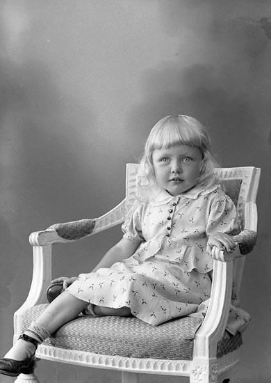 """Enligt fotografens journal nr 6 1930-1943: """"Ekström, Ingrid Trollhätteg. 11 Gbg""""."""