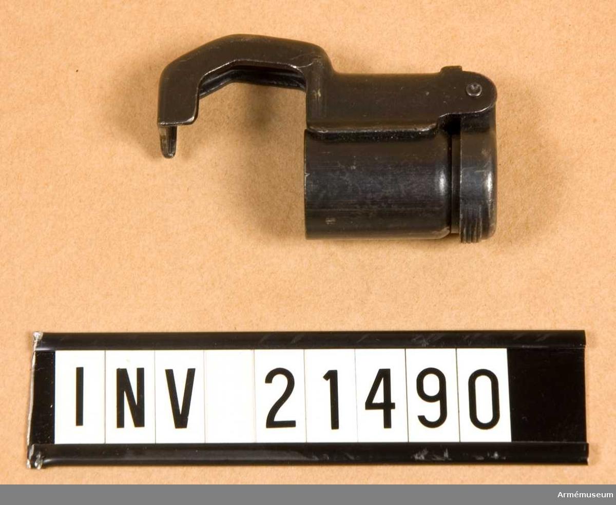 Samhörande gåva: 21469-96 (21488-91 gevär m bajonett). Grupp E II.