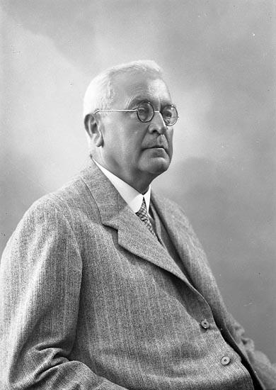 """Enligt fotografens journal nr 6 1930-1943: """"Norberg, Rektor Edvard Alingsås""""."""