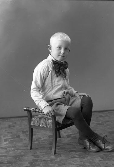 """Enligt fotografens journal nr 6 1930-1943: """"Andersson, Nils Munkeröd, Här""""."""