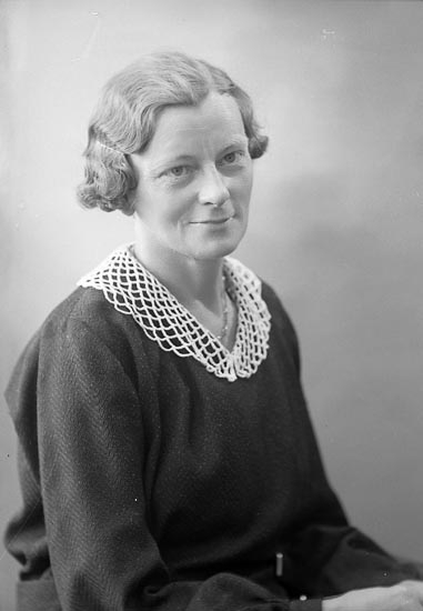 "Enligt fotografens journal nr 6 1930-1943: ""Holmberg, Elin Stenungsund""."