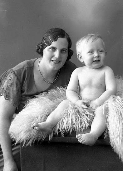 "Enligt fotografens journal nr 6 1930-1943: ""Hansson, Fru Gunborg Gerlesborg""."