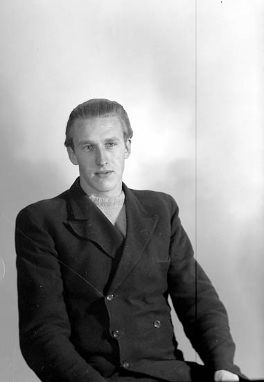 "Enligt fotografens journal nr 7 1944-1950: ""Franzén, Herr Torsten Stenungsund""."