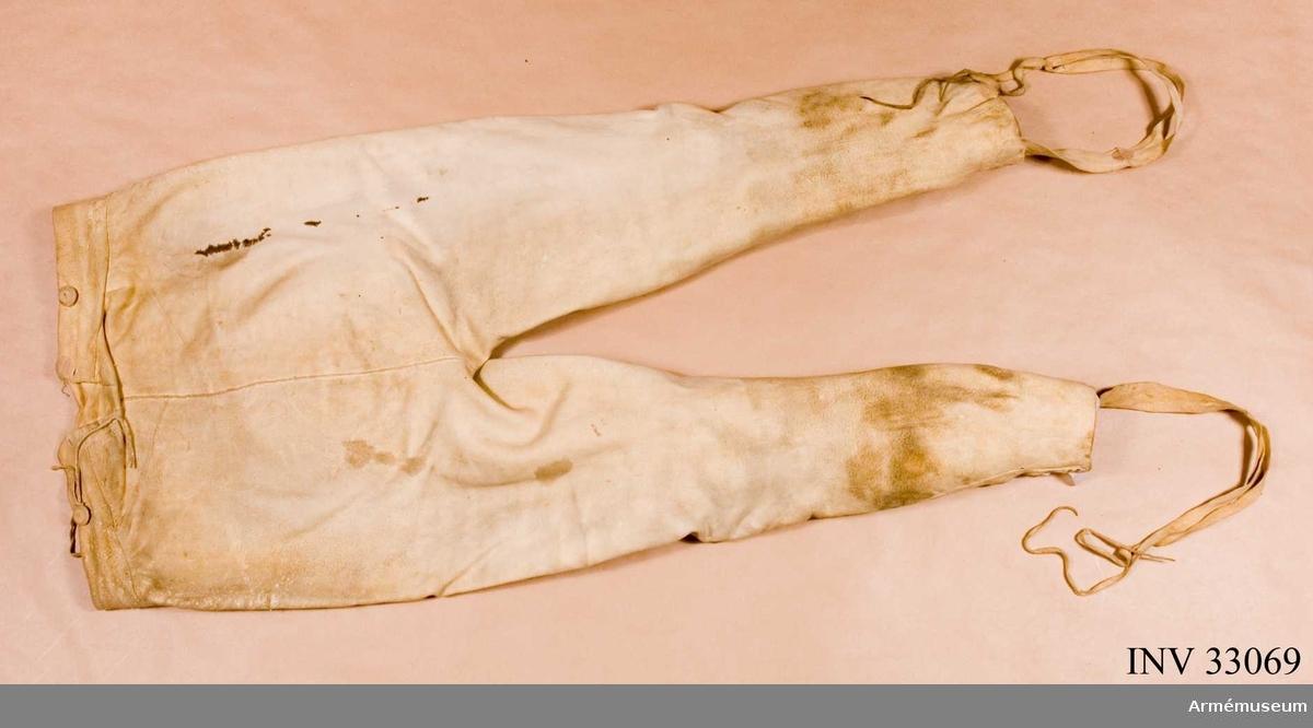 Grupp C I. Byxor av sämskskinn, slutet av 1700-talet för manskap vid kavalleriet.