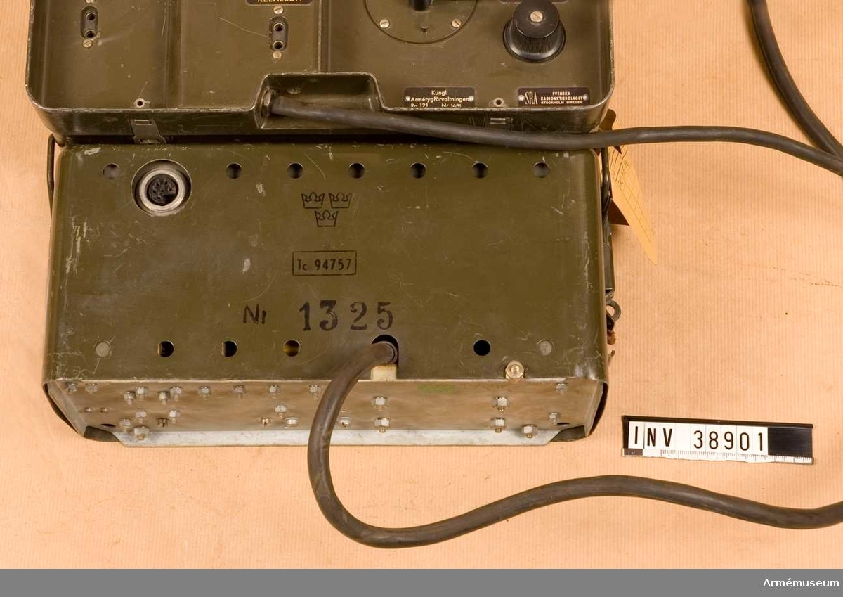 Grupp H II.  Samhörande nr AM.038900-AM.038901, radio, kraftaggregat.