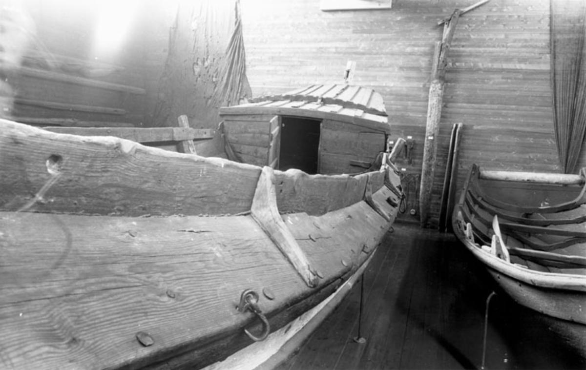 """Skrivet på baksidan: D.H.S. 4960 """"Skådeim båden"""""""