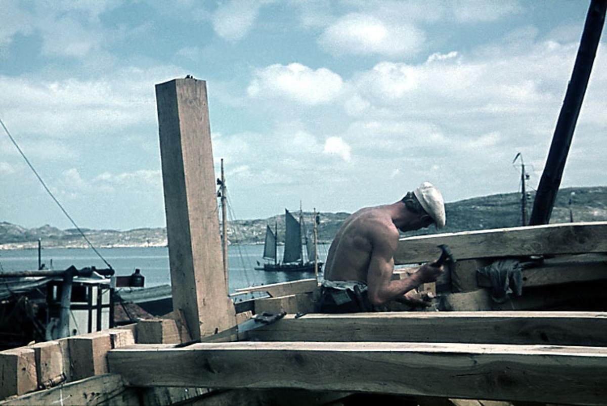 Enligt noteringar: 70 st. ramade dia. + 5 st. burkar med oramade dia. Båtar, Varv, Hav, Människor.  Film nr. 129